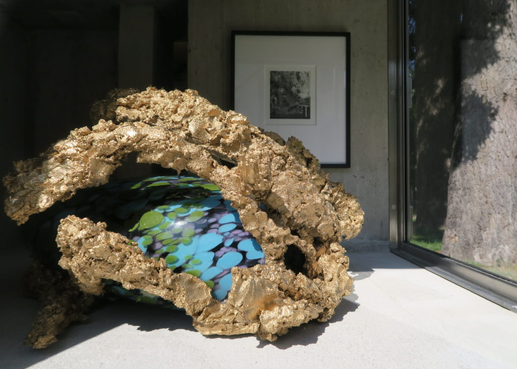 Denis Savary, Shunga VII, 2019, verre soufflé, métal, ciment, 31 x 60 x 45 cm We Are Serious, Group Show, Lemme Art Contemporain, curated by Pierre Vadi